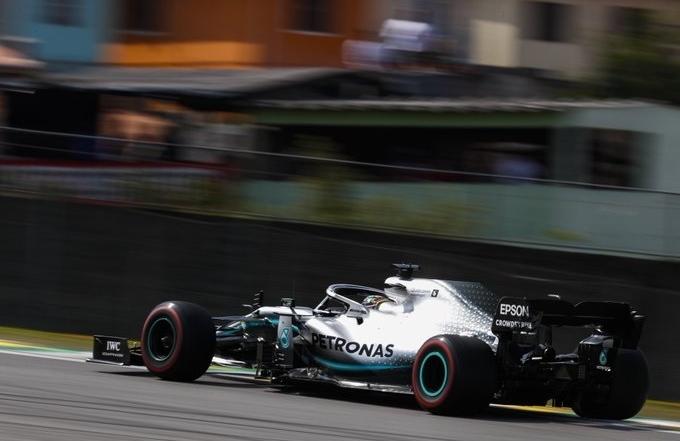 Domingo en Brasil - Mercedes: Hamilton salva un P3 en el caos brasileño