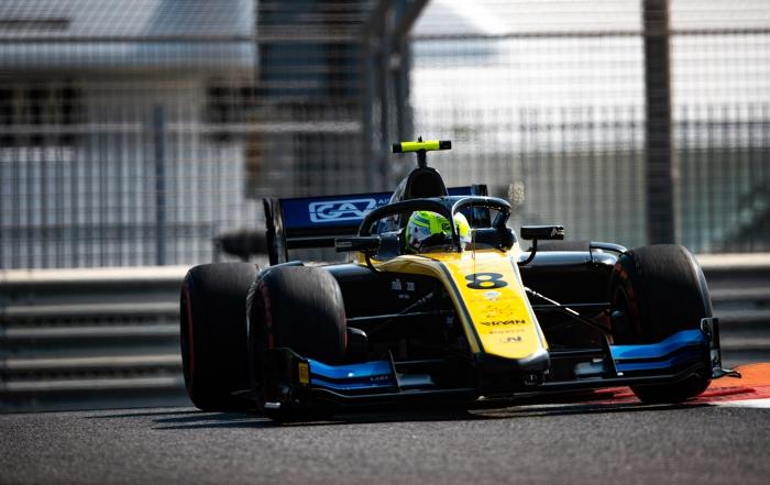 Luca Ghiotto gana la última carrera de la temporada en Yas Marina