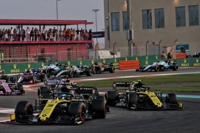 Domingo en Abu Dabi - Renault: Final sin puntos