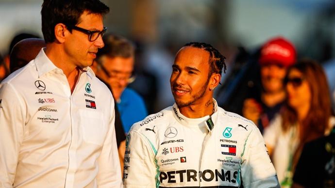 Lewis Hamilton habla sobre las llamadas de otros pilotos a Toto Wolff