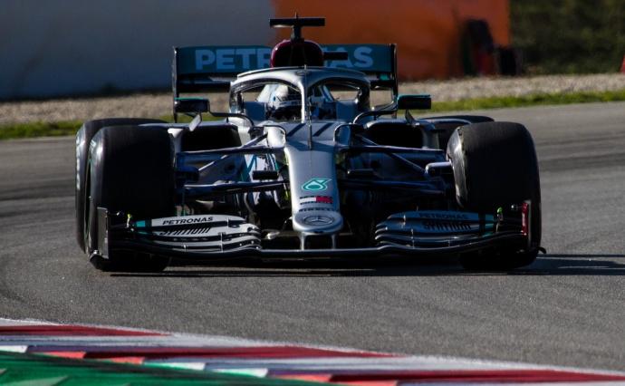 Bottas fulmina la tabla de tiempos y Ferrari tiene problemas de motor