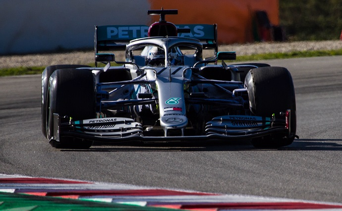 Mercedes sufre con su motor durante la primera semana de test