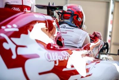 Räikkönen marca el mejor tiempo, pero el protagonismo se lo queda Mercedes