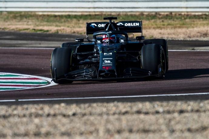 El Alfa Romeo de 2020 da sus primeras vueltas con Raikkonen al mando
