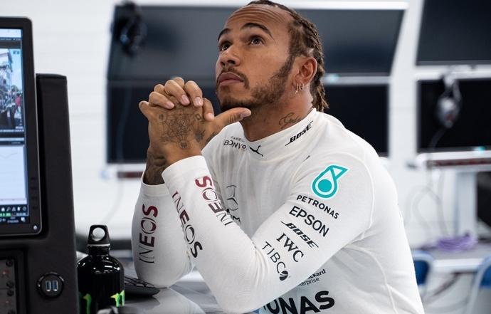 Lewis Hamilton confirma que no padece ningún síntoma de coronavirus