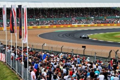La F1 sigue sin conseguir el permiso para evitar la cuarentena en Gran Bretaña y ya suenan sustitutos