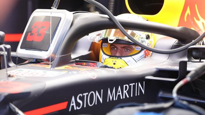 Verstappen niega contactos con Ferrari y asegura su voluntad de permanecer en Red Bull