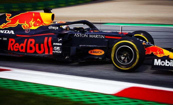 Red Bull, frustrado por verse detrás de Mercedes
