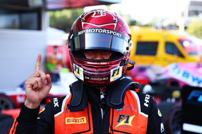 Matsushita remonta en una primera carrera de F2 alocada