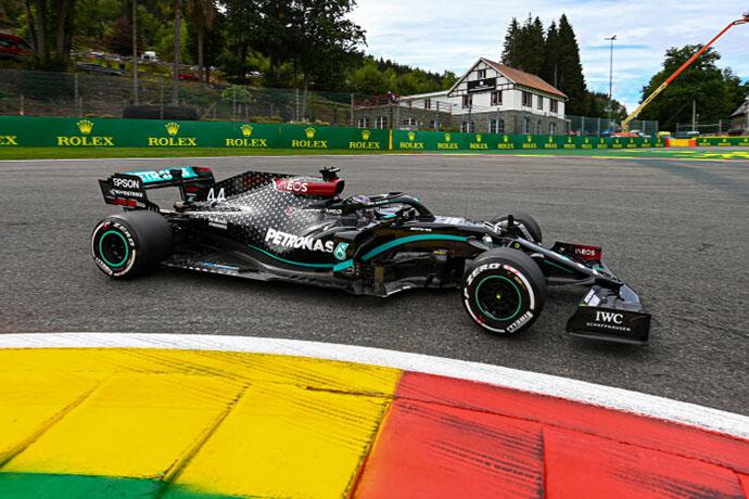 Sábado en Belgica – Mercedes domina con pole de Hamilton