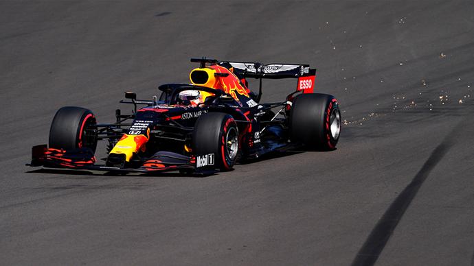 Viernes en Gran Bretaña - Red Bull: competitivo pero por detrás de Mercedes