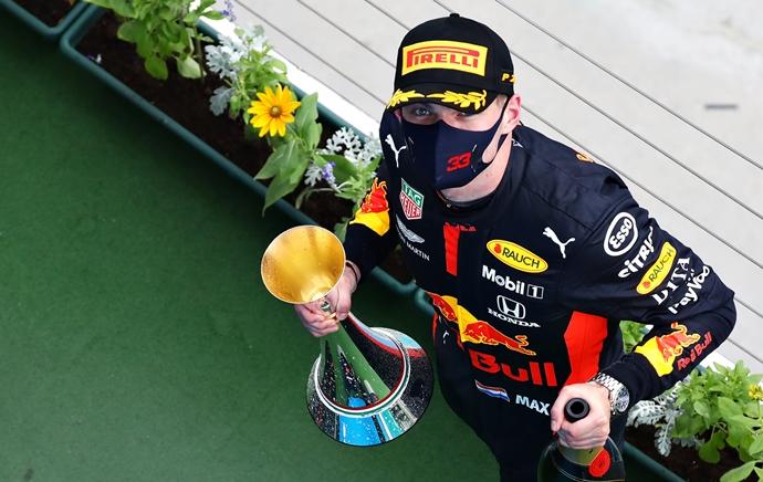 Crónica GP Gran Bretaña: Verstappen bate a los Mercedes mientras que Hamilton amplía su ventaja