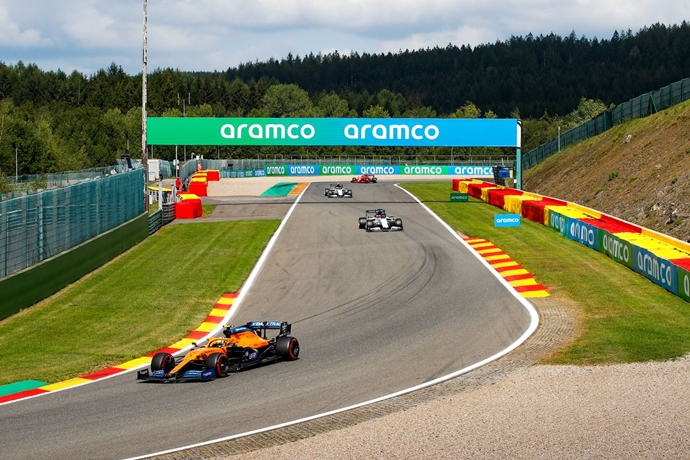 Domingo en Bélgica – McLaren: Norris lucha hasta alcanzar la P7; Sainz no puede arrancar