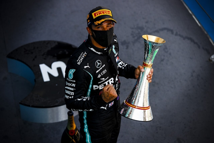 Domingo en España – Mercedes: Hamilton rompe otro récord de Schumacher