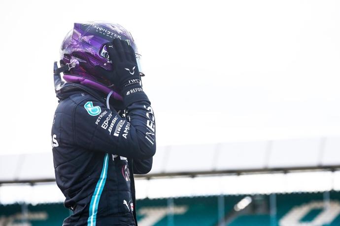 Domingo en Silverstone - Mercedes salva parte de los muebles en un final de infarto