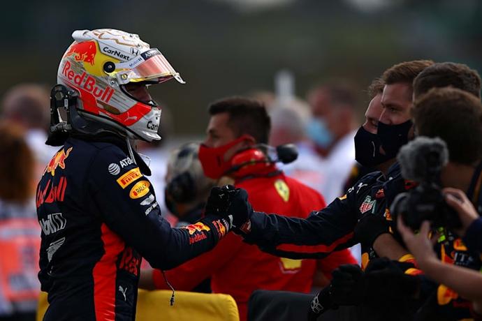 Domingo en Silverstone - Red Bull a segundos de ganar en una extraña carrera