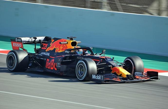 Red Bull mantiene su filosofía aerodinámica con el uso del 'rake'