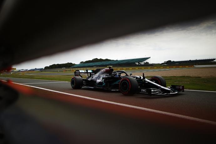Sábado en Gran Bretaña – Mercedes: arrasando en clasificación