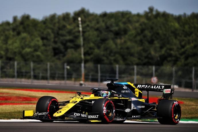 Sábado en Gran Bretaña – Renault: Ricciardo se clasifica en el top 5; Ocon sufre una penalización