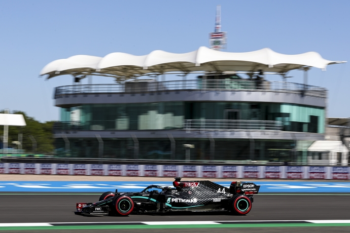 Viernes en Gran Bretaña – Mercedes: dominando bajo el calor