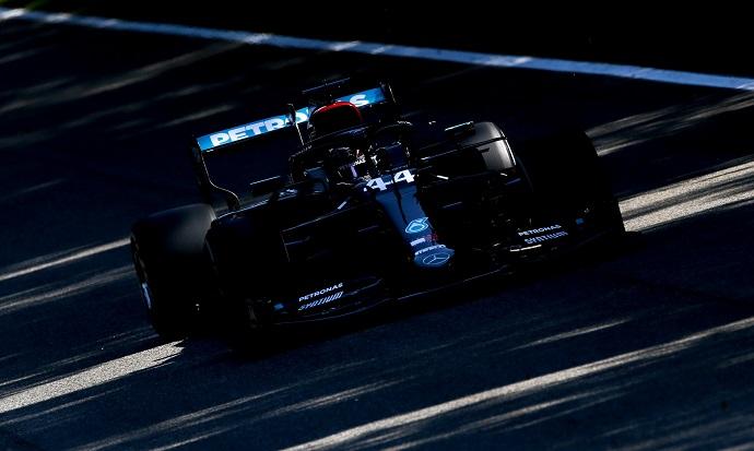 Hamilton lidera otro doblete para Mercedes
