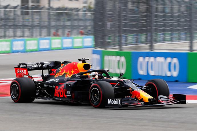 Sábado en Rusia – Red Bull. Verstappen se interpone entre los Mercedes
