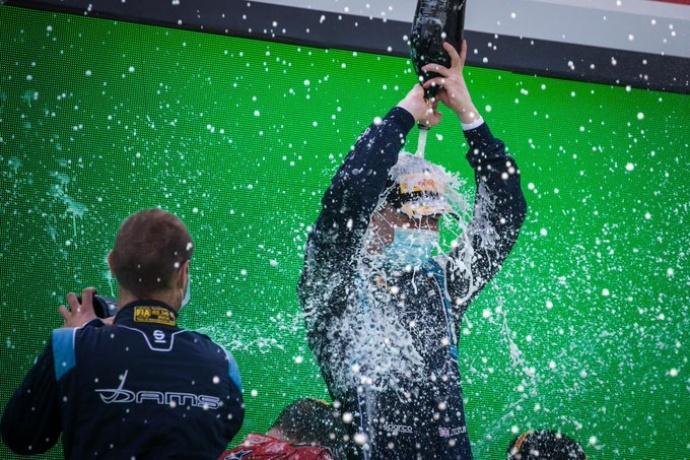 Ticktum domina de principio a fin la carrera al sprint de Monza