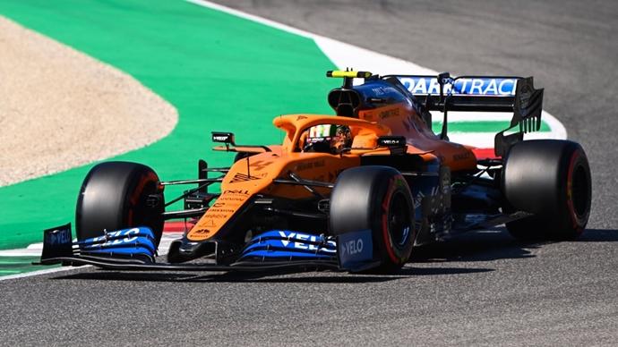 Domingo en La Toscana – McLaren: Norris puntúa en una carrera caótica; Sainz abandona