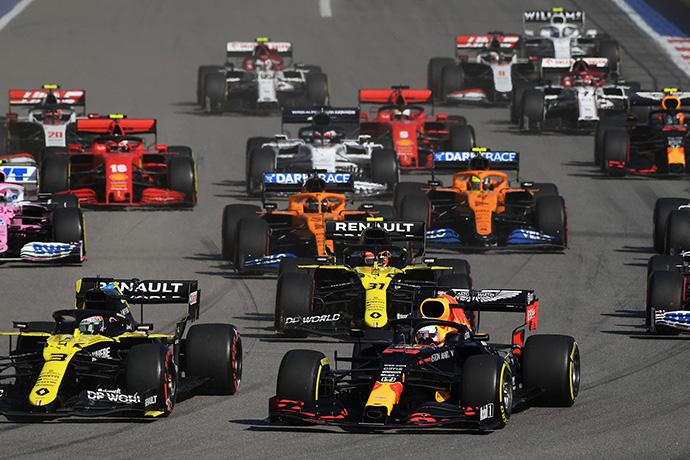 Domingo en Rusia - Red Bull: Verstappen vuelve al podium con un segundo puesto