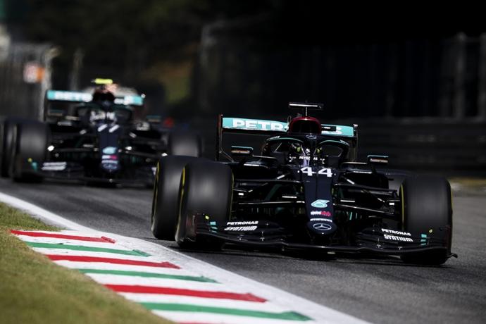 Viernes en Italia - Mercedes lidera en territorio enemigo