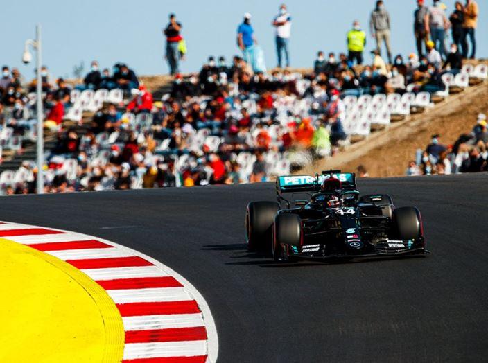 Sábado en Portugal - Mercedes domina la primera fila con neumáticos medios