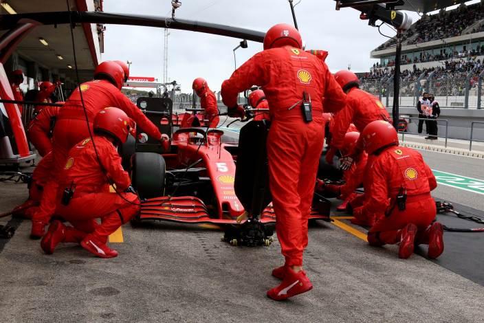"""Vettel, sobre Leclerc: """"Creo que tengo que pensar que tenemos el mismo coche"""""""