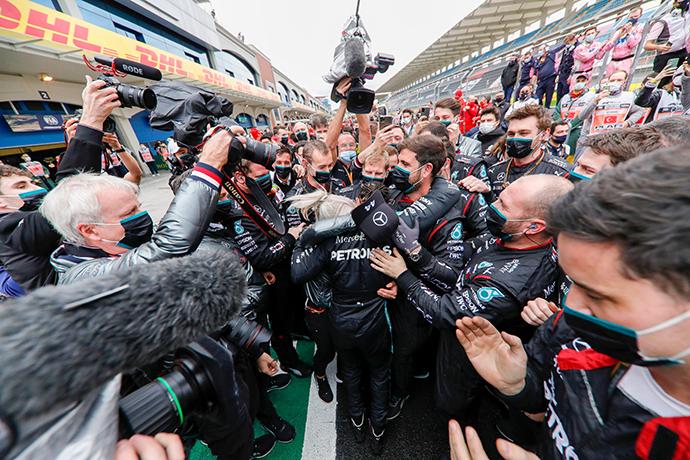 Hamilton gana en Turquía y alcanza su séptimo campeonato
