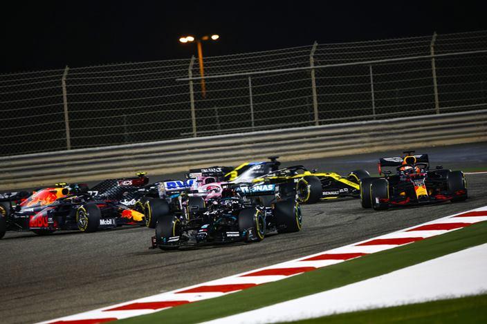 Domingo en Baréin – Mercedes: luz y oscuridad en el desierto
