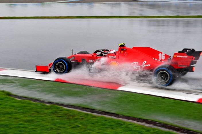 Sábado en Turquía - Ferrari cae bajo la lluvia