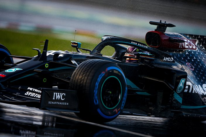 Sábado en Turquía – Mercedes completa una clasificación complicada