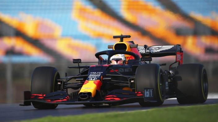 Libres 2 en Turquía: Verstappen dicta la ley sobre una pista resbaladiza