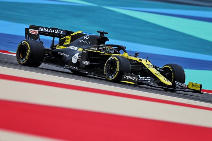 Viernes en Baréin - Renault avanza lentamente en el desierto