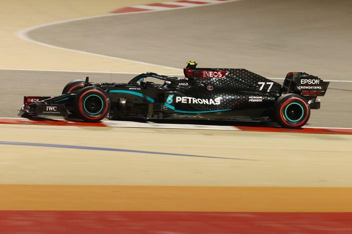 Clasificación en Sakhir: Bottas logra una cerrada pole position; Russell se queda a 26 milésimas