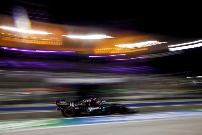 Libres 2 en Sakhir: Russell vuelve a dominar en la debacle de Bottas y Ferrari