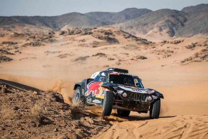 Dakar 2021 – Etapa 2: Al-Attiyah recupera tiempo y Peterhansel le quita el liderato a Sainz