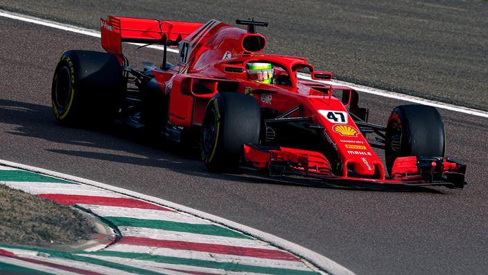 Carlos Sainz y Mick Schumacher comparten el penúltimo día de pruebas de Ferrari