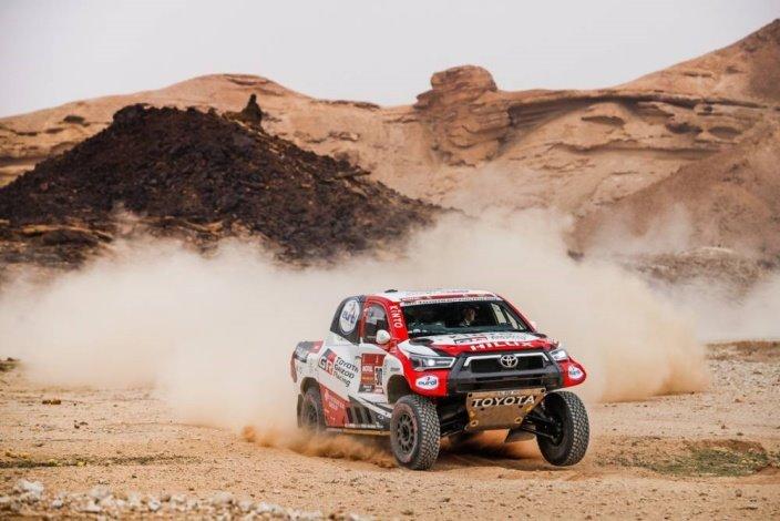 Dakar 2021 – Etapa 5: Victoria de De Villiers, Sainz pierde más tiempo con Peterhansel y Al-Attiyah