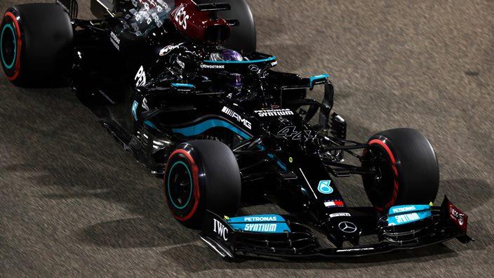 Crónica del GP de Baréin: Hamilton vence a Verstappen en la primera carrera del año