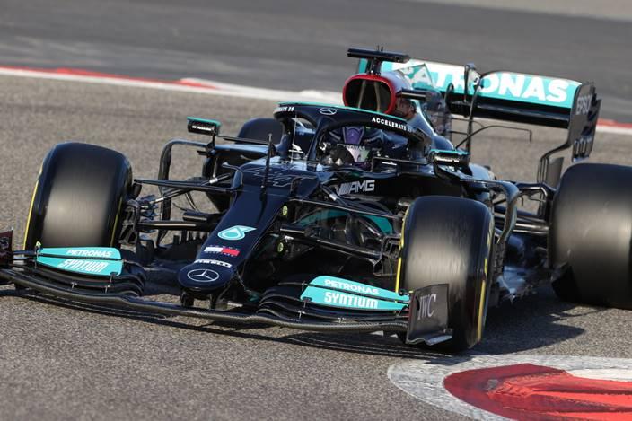 Mercedes sigue sin comprender los problemas en la parte trasera del W12