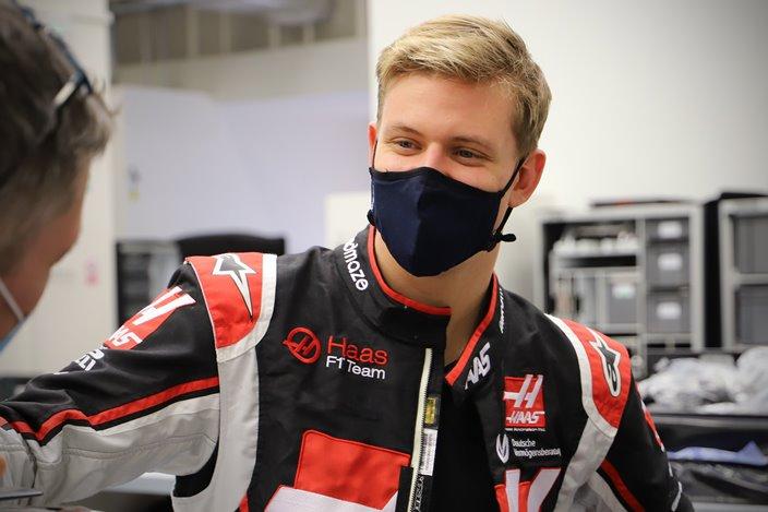 Mick Schumacher asegura no tener presión por su apellido