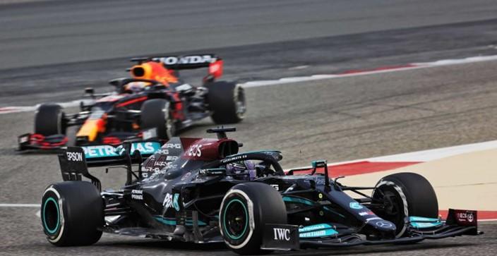"""Red Bull se quita presión: """"Mercedes sigue siendo el favorito"""""""