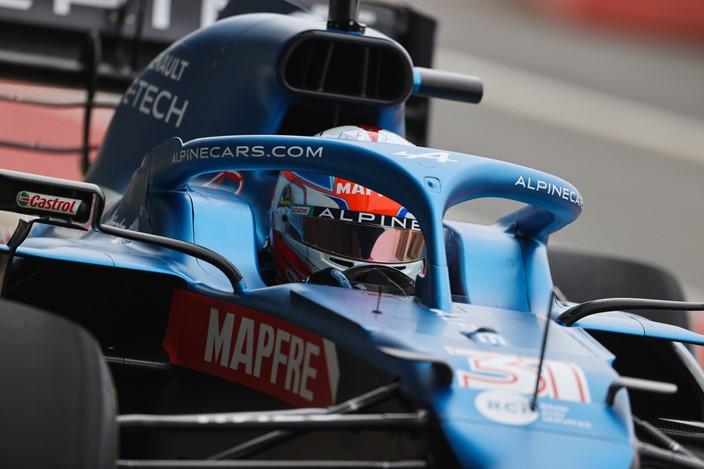 Renault medita cambiar el concepto de su motor al estilo Mercedes en F1