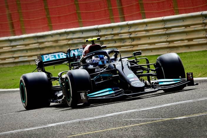 Valtteri Bottas lidera el segundo día de pretemporada en Baréin