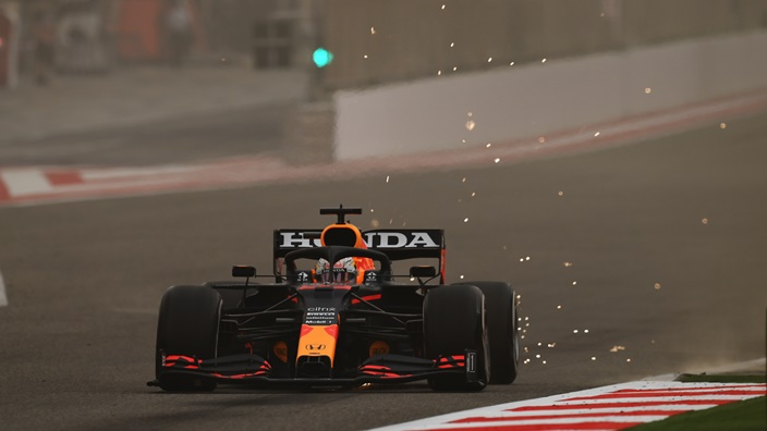 Verstappen domina una jornada de test marcada por los problemas en Mercedes